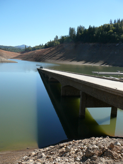 Pollock Bridge emerging out of Shasta Lake in 2008